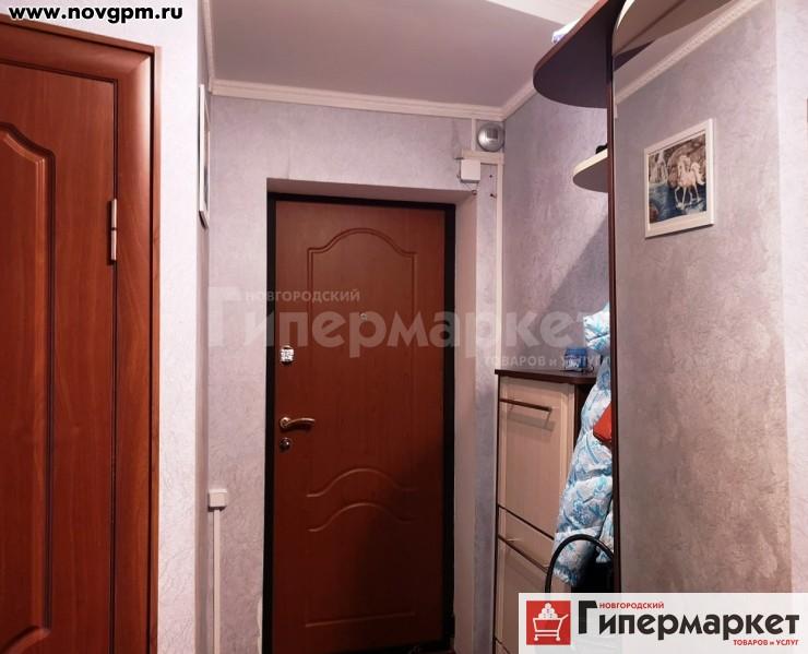 Тверская область, Калязинский район, Калязин, 1 Мая улица, 16/24: 3-комнатную квартиру, 59/36/6 м, 5/5 кирпичный, потолки 2.5 м, встроенная кухня, подвесные потолки, окна на разные стороны, чистый подъезд, документы готовы, 1'950'000 руб., продам