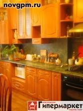 """Большая Санкт-Петербургская улица, 11/1: 4-комнатную квартиру, 98.5/66/12 м, 4/4 кирп., Сталинка, чистый подъезд, установлена двойная металлическая входная дверь, газовая колонка автомат, с/у совмещенный кафель, качественные деревянные окна, комнаты изолированные на разные стороны, отличное состояние квартиры, остается встроенная кухня, спокойные соседи, зеленый ухоженный двор, наличие инфраструктуры в радиусе 100 м от дома продуктовые магазины, медицинские центры, кафе, транспортная доступность в одной минуте ходьбы автобусная остановка. Ипотеку рассматриваем, документы готовы к сделке, 1 собственник, оперативный показ, юридическую чистоту гарантируем и готовы на любые проверки. ФОТО квартиры соответствую действительности, помощь в получении ипотеки, юридическая поддержка включена в стоимость. в любое удобное для вас время, 4'700'000 руб., продам, Агентство Недвижимости """"Гарант"""""""