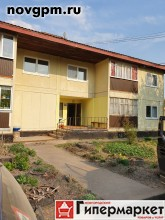 Старая Русса, Городок, Красных Командиров улица, 98: 3-комнатную квартиру, 84/47.8/10.5 м, 2/2 деревянный, потолки 2.5 м, лоджия 5 м (не застеклена), комнаты изолированные 19.4+16+12.4 м, прихожая 13.4 м, отличное состояние, типовая отделка, санузел раздельный, вся необходимая мебель, прихожая, бытовая техника, стиральная машина, холодильник, телевизор, посуда, счетчики, солнечная сторона, чистый подъезд, документы готовы, собственник, 2'900'000 руб., продам, возможна ипотека