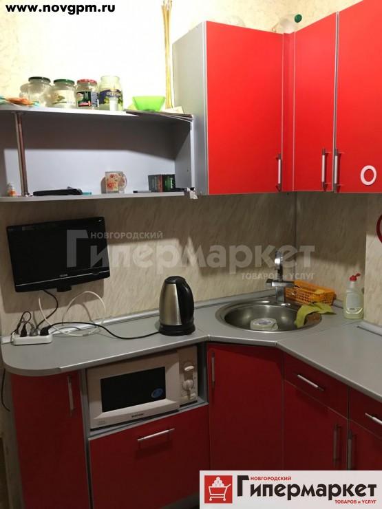 Великий Новгород, Октябрьская улица, 40: 2-комнатную квартиру, 42/30/6.5 м, 3/5 панельный, без балкона, срочно, 1'840'000 руб., продам