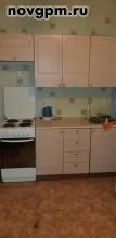 Коровникова улица, 10: 1-комнатную квартиру, 35/18/8 м, 1/9 панельный, лоджия, хорошее состояние, санузел совмещенный, окна стеклопакеты, вся необходимая мебель, встроенная кухня, прихожая, бытовая техника, стиральная машина, холодильник, счетчики, металлическая входная дверь, солнечная сторона, чистый подъезд, домофон, 10'500 руб./в месяц+счетчики, сдам, комиссия 50%