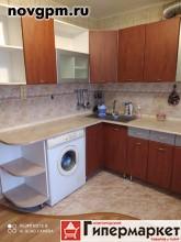 Кочетова улица, 41: 3-комнатную квартиру, 55/35/9 м, 3/5 кирпичный, лоджия, комнаты изолированные, хорошее состояние, санузел раздельный, кафель, окна стеклопакеты, вся необходимая мебель, встроенная кухня, шкаф-купе, прихожая, бытовая техника, стиральная машина, холодильник, телевизор, посуда, интернет, ламинат, металлическая входная дверь, солнечная сторона, чистый подъезд, домофон, 15'000 руб./в месяц+счетчики, сдам, комиссия 50%