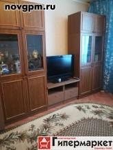 Большая Санкт-Петербургская улица, 148 к.1: 1-комнатную квартиру, 29/18.5/5 м, 1/5 кирпичный, потолки 2.5 м, без балкона, хорошее состояние, сделан ремонт, санузел совмещенный, окна стеклопакеты, вся необходимая мебель, встроенная кухня, бытовая техника, стиральная машина, холодильник, телевизор, посуда, интернет, кабельное ТВ, новые трубы, ванная-кафель, счетчики, металлическая входная дверь, домофон, собственник, 10'000 руб./в месяц+счетчики, сдам, без комиссии